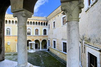 Massa, cortile interno Castello Malaspina